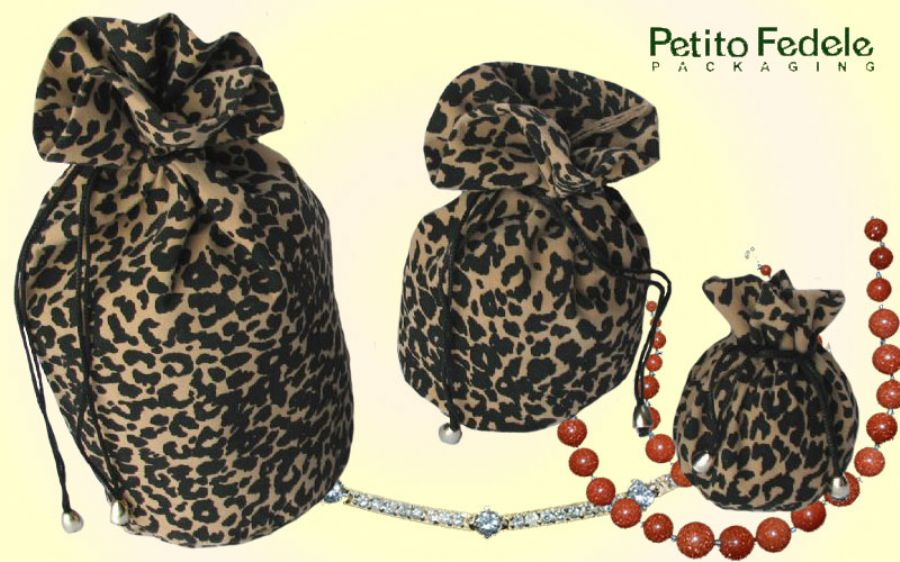 Soft pouch with round base in leopard like fabric light colour